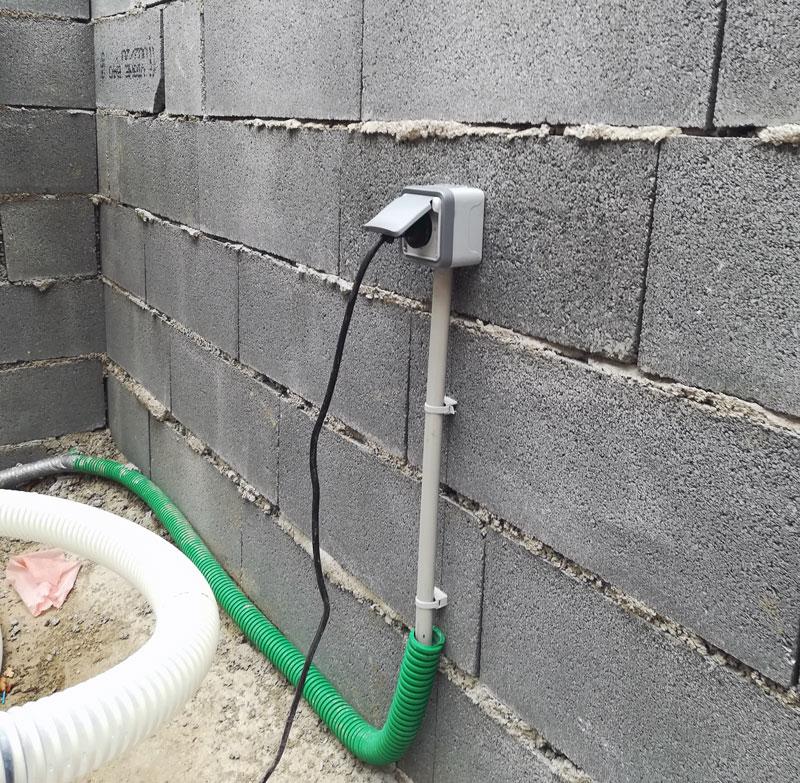 Installation d'une prise électrique à l'extérieur