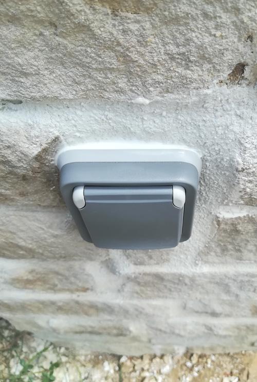Installation d'une prise à l'extérieur