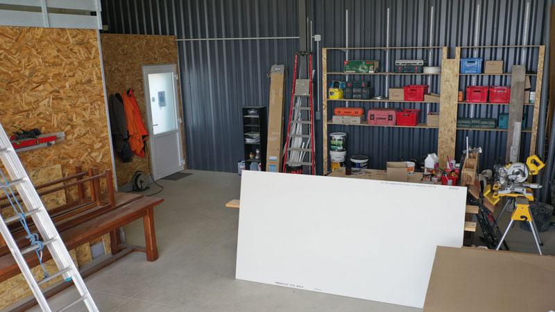 Intérieur de l'atelier d'électricien joseph castedo à Pampelonne