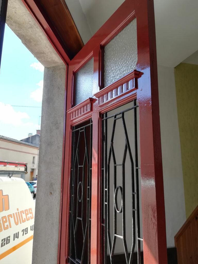 Restauration et peinture porte d'entrée